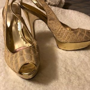 SZ 10 Camel Fur Leather Gold Creme Heels BCBG